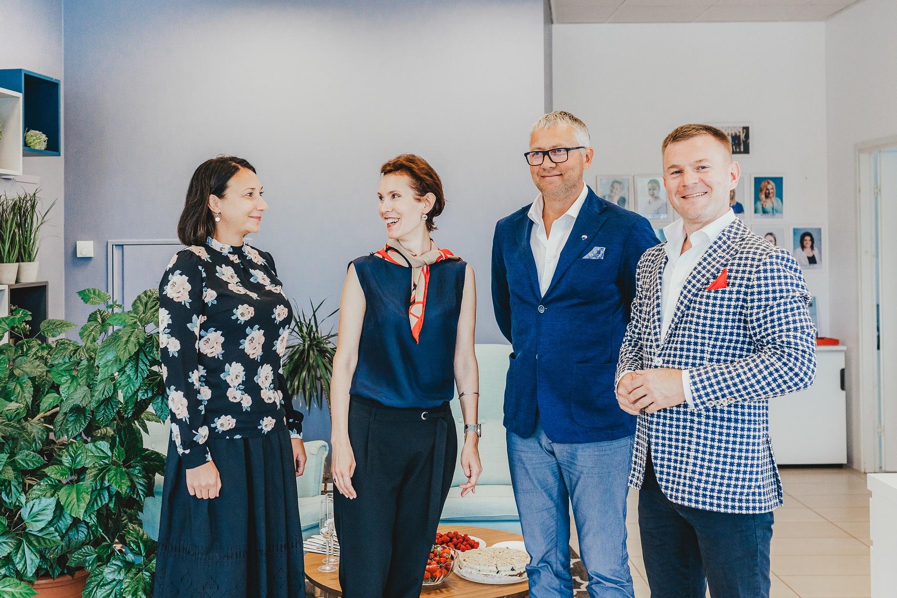 RE/MAX Aaba kinnisvara juhatuse liikmed Eneken Tikk ja Kristin Kurs ning RE/MAX Estonia regiooni juhid Aivar Vilbo ja Heiti Karafin. Foto: Evelin Lumi