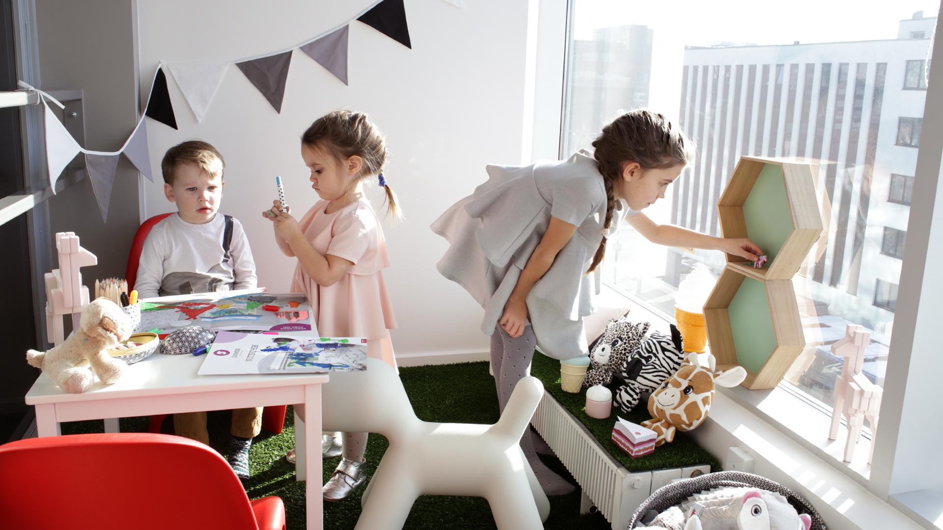 Pressiteade: Luksus lastele: vinge vaatega mängunurk Endover Kinnisvara kontoris (fotod ja video!)